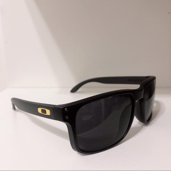 9cce980f1a Men s Oakley Sunglasses Black yellow Holbrook. M 5c6cf1477386bc18531dd4f1